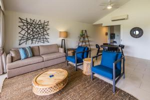 The lounge or bar area at The Sebel Palm Cove Coral Coast