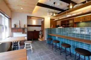 The lounge or bar area at Nara Guesthouse Kamunabi