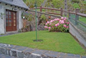 A garden outside La Cascade Fleurie