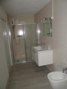 A bathroom at Les Pieds Dans L´eau