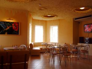 A restaurant or other place to eat at Hostel Sumy