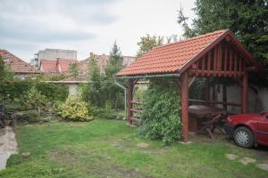 A garden outside Béluci Panzió