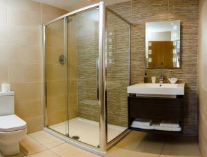 A bathroom at Adamson Hotel