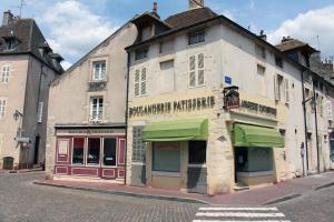 The facade or entrance of Plus Belle La Vigne