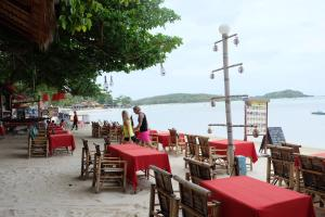 A restaurant or other place to eat at Chalala Samui Resort