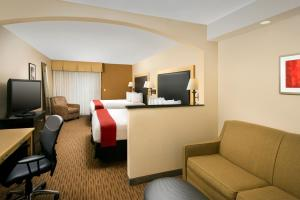 A television and/or entertainment center at Best Western Alamo Suites Downtown