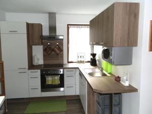Ferienwohnung Aschauer tesisinde mutfak veya mini mutfak