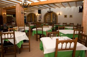 A restaurant or other place to eat at Hotel Álvarez