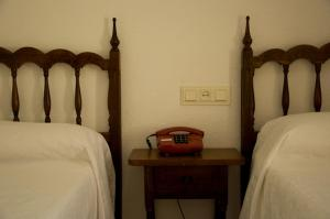A bed or beds in a room at Hotel Álvarez
