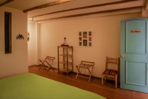 A seating area at Inti Sisa Art Guesthouse