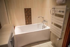 A bathroom at Siedem Komnat Siedmiu Mistrzów