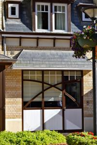 De façade/entree van Holiday Home Het Koetshuis