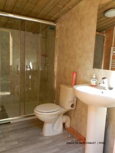 A bathroom at B&B Le Danica