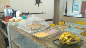 Opções de café da manhã disponíveis para hóspedes em Marlin Hostel Ilha Grande