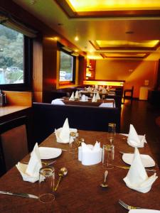 A restaurant or other place to eat at Suhim Portico Hotel & Resort