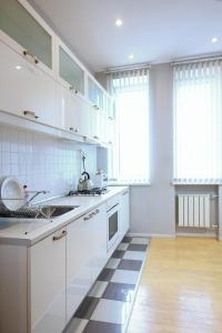 A kitchen or kitchenette at Business Apartment Moskva-city