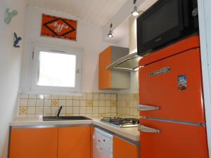 A kitchen or kitchenette at Chalet Le Vintage