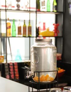 Comodidades para preparar café e chá em NOD Hotel