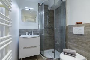 A bathroom at Cosy Home