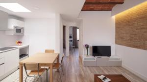 A television and/or entertainment center at Hotel Sagrada Familia Apartments