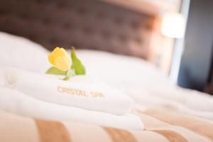 Ein Bett oder Betten in einem Zimmer der Unterkunft Cristal SPA