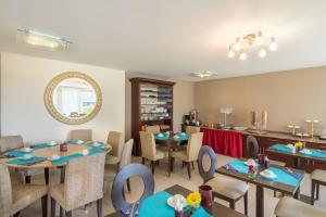 Restaurant ou autre lieu de restauration dans l'établissement Adonis Excellior Grand Genève