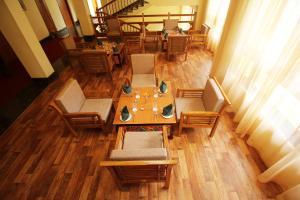 The lounge or bar area at Hotel Tarayana Grand