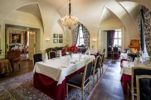 A restaurant or other place to eat at Hotel Palac Staniszow