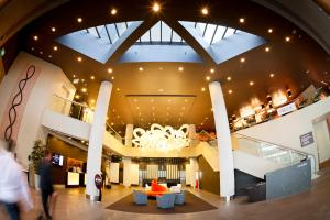 The lobby or reception area at PARKROYAL Parramatta