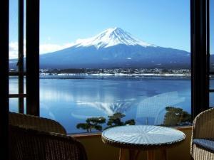 Vista general de una montaña o vista desde el ryokan