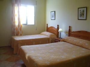 A bed or beds in a room at Hostal Sonrisa del Mar
