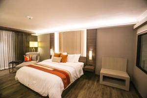 A bed or beds in a room at Arte Hotel