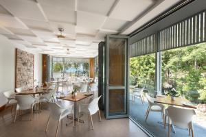 Restavracija oz. druge možnosti za prehrano v nastanitvi Heart Hotel and Gallery Whitsundays