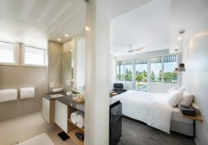 A room at Heart Hotel and Gallery Whitsundays