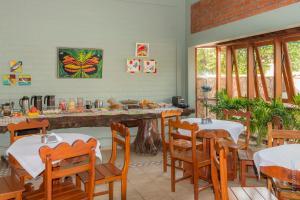 Un restaurante o sitio para comer en Pousada Rancho Jarinu
