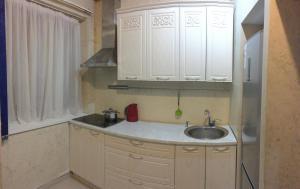 Кухня или мини-кухня в Апартамент Роз