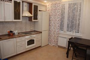 A kitchen or kitchenette at Peredelkino Apartment