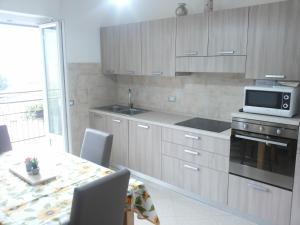 A kitchen or kitchenette at Ca Prandel CIPAT 22104