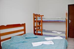 A bunk bed or bunk beds in a room at Hotel Cardoso de Ilha Comprida