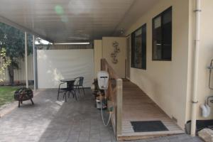 A porch or other outdoor area at Owl Place in Hahndorf