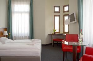 Ein Bett oder Betten in einem Zimmer der Unterkunft Hotel & Apartments Fürstenhof am Bauhaus