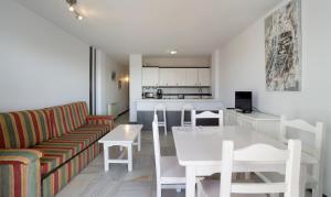 The lounge or bar area at Apartamentos Turisticos Rio Marinas