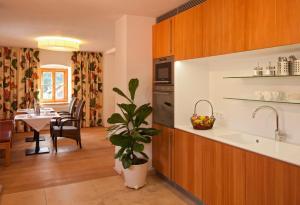 Küche/Küchenzeile in der Unterkunft Gästehaus Schloss Bernau