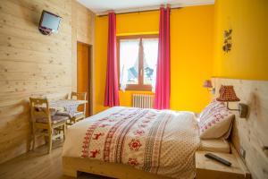 Ein Bett oder Betten in einem Zimmer der Unterkunft Albergo Rotenthal