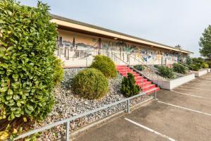 Ein Garten an der Unterkunft Motel Steighof