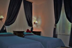 A bed or beds in a room at Golden Horn Guest House