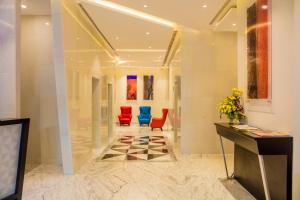 The lobby or reception area at Fairway Colombo