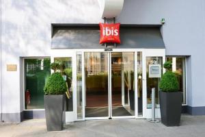 The facade or entrance of ibis Essen Hauptbahnhof