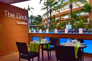 Um restaurante ou outro lugar para comer em Pestana Promenade Ocean Resort Hotel