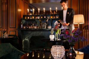 Salon ou bar de l'établissement La Chambre du Marais